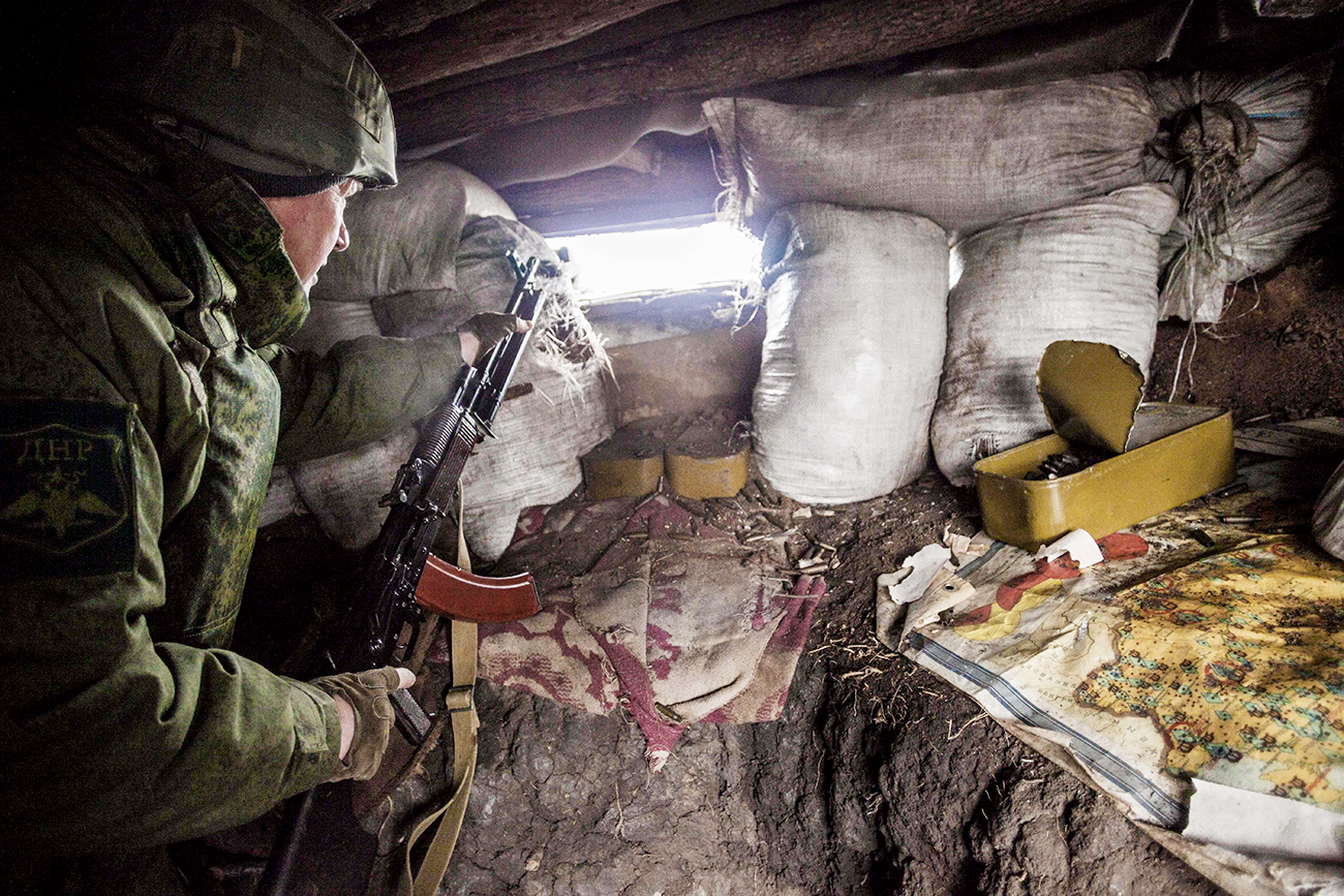 January 7, 2017 - Zaitseve, Donetsk Oblast, Ukraine - Soldier of the Donetsk Peoples Republic watching ukrainian positions inside his trench close to the frontline of Zaitseve, Ukraine.