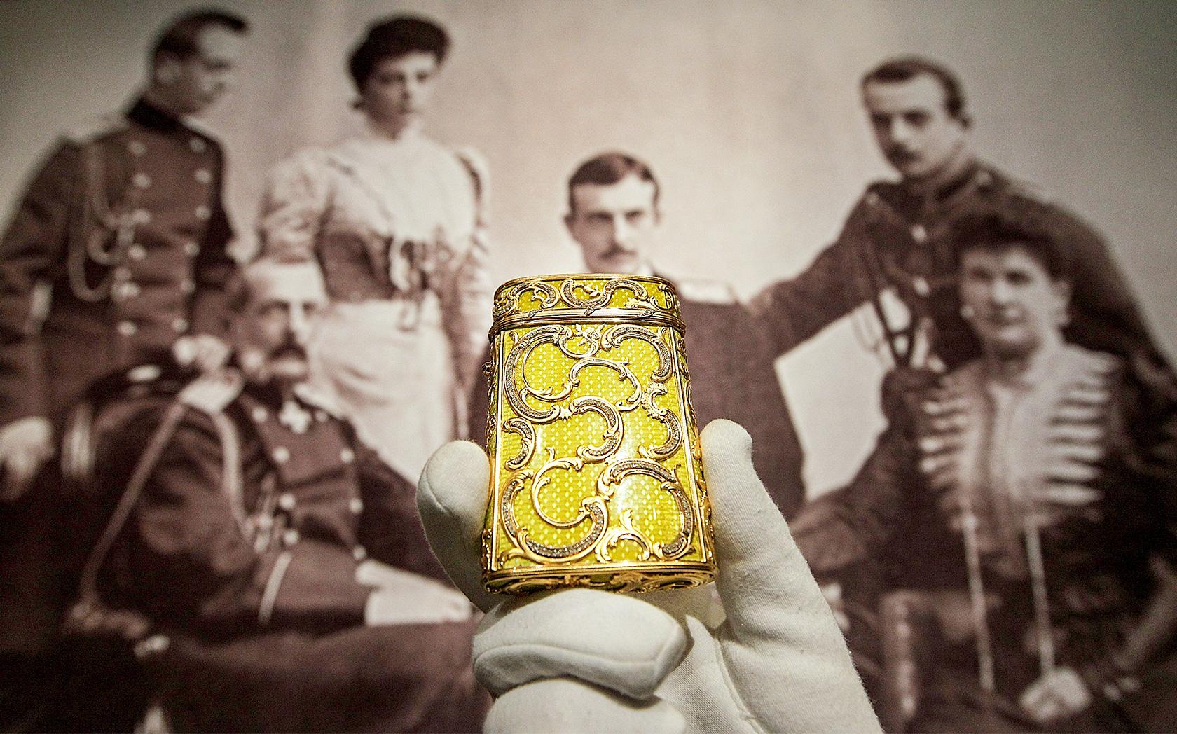 Družinska zapuščina Romanovih na dražbi leta 2009. Letos so se na dražbi znašli novi osebni predmeti.