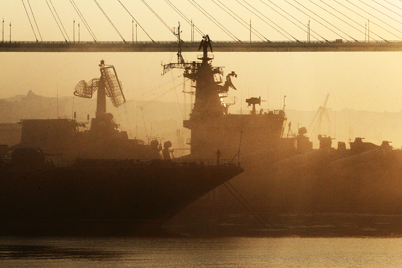 Combat ships of the Pacific Fleet near a	cable-stayed bridge in Vladivostok.