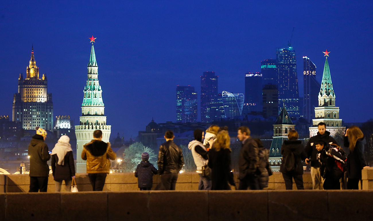 People stand on the Great Moskvoretsky Bridge, central Moscow, March 28, 2016.