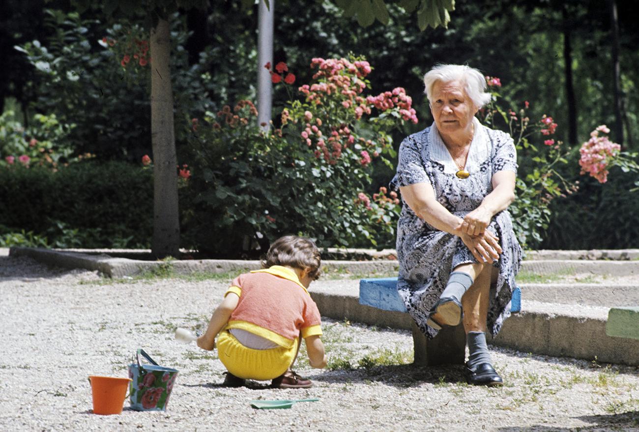 """Maior parte das crianças passa quase todo o verão na """"datcha"""" de suas avós / Foto: R. Netelev/RIA Novosti"""