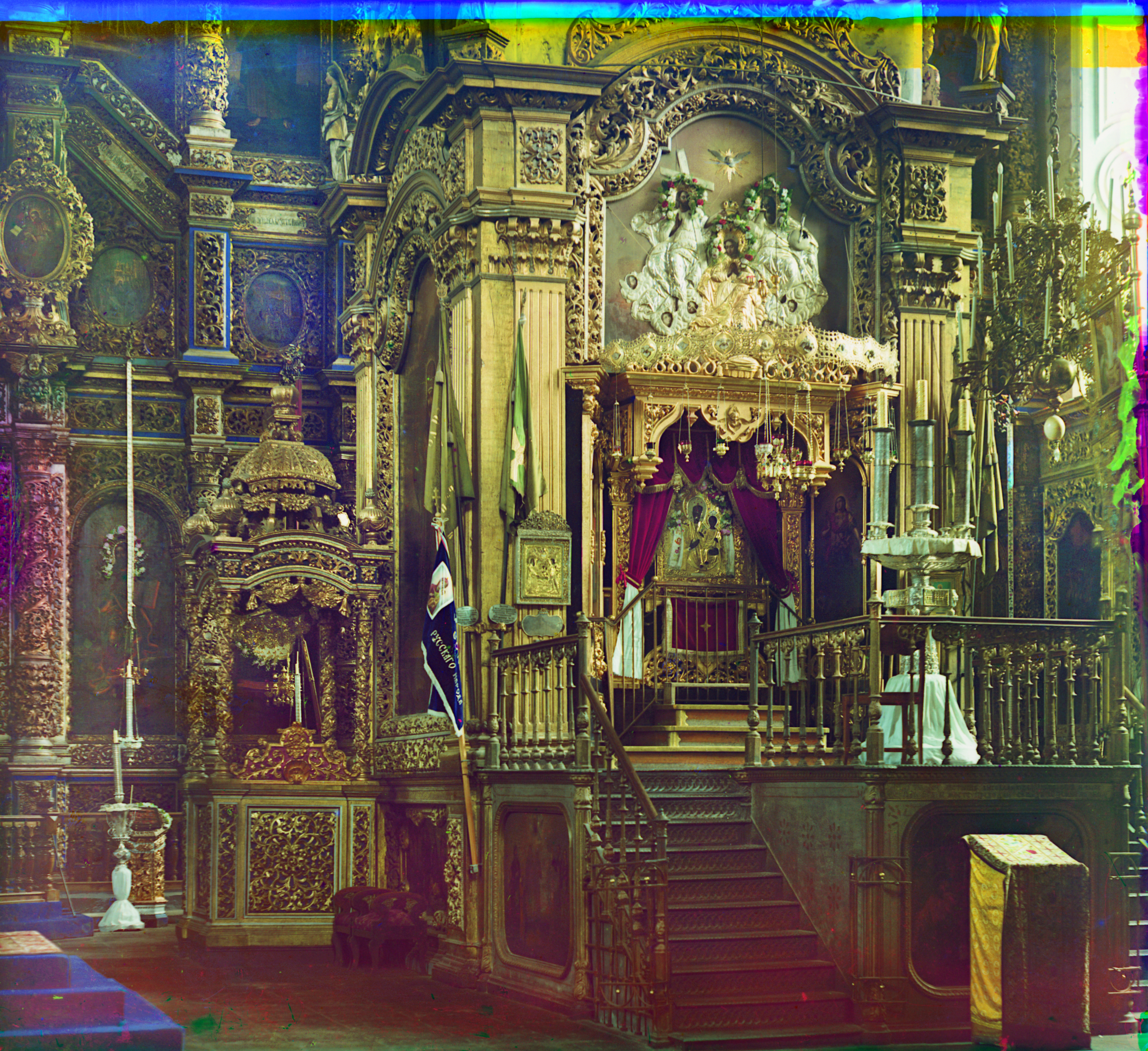 Dormition Cathedral, interior, view of baldachin with Smolensk Icon. Summer 1911. / Photo: Sergei Prokudin-Gorsky