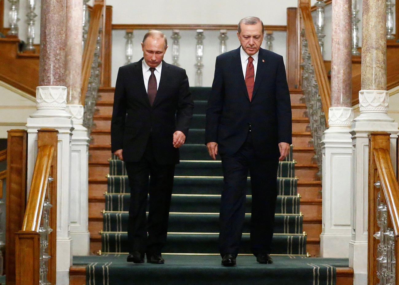 Russian and Turkish presidents Vladimir Putin and Tayyip Erdogan arrive for a news conference following their meeting in Istanbul, Oct. 10, 2016.