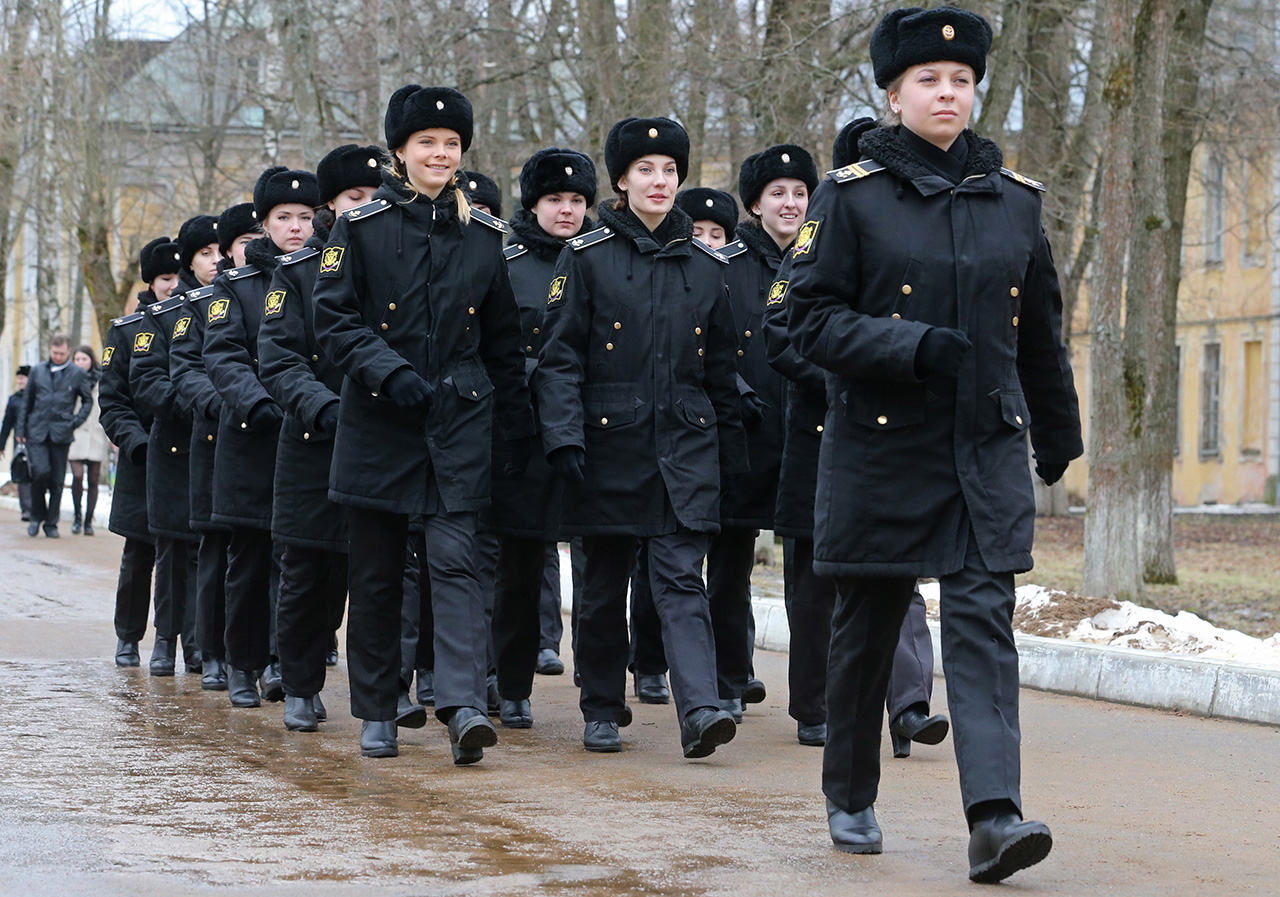 À l'heure actuelle, les femmes peuvent devenir psychologue, ingénieur ou servir dans les troupes de transmission.