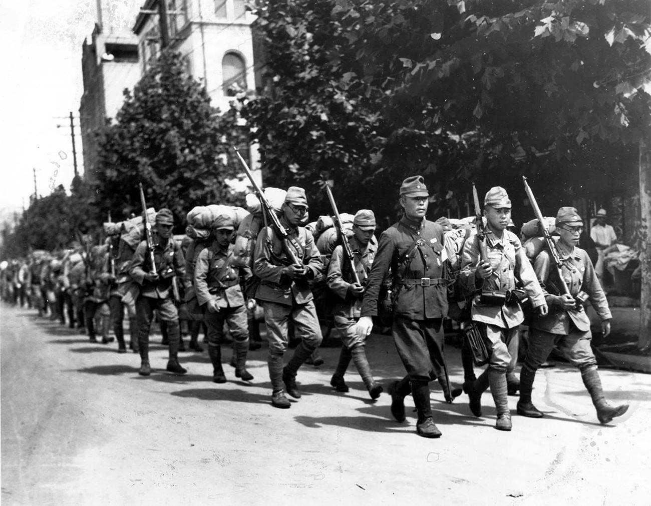 Tentara Jepang berparade di Seoul, Korea, pada masa penjajahan di Korea.