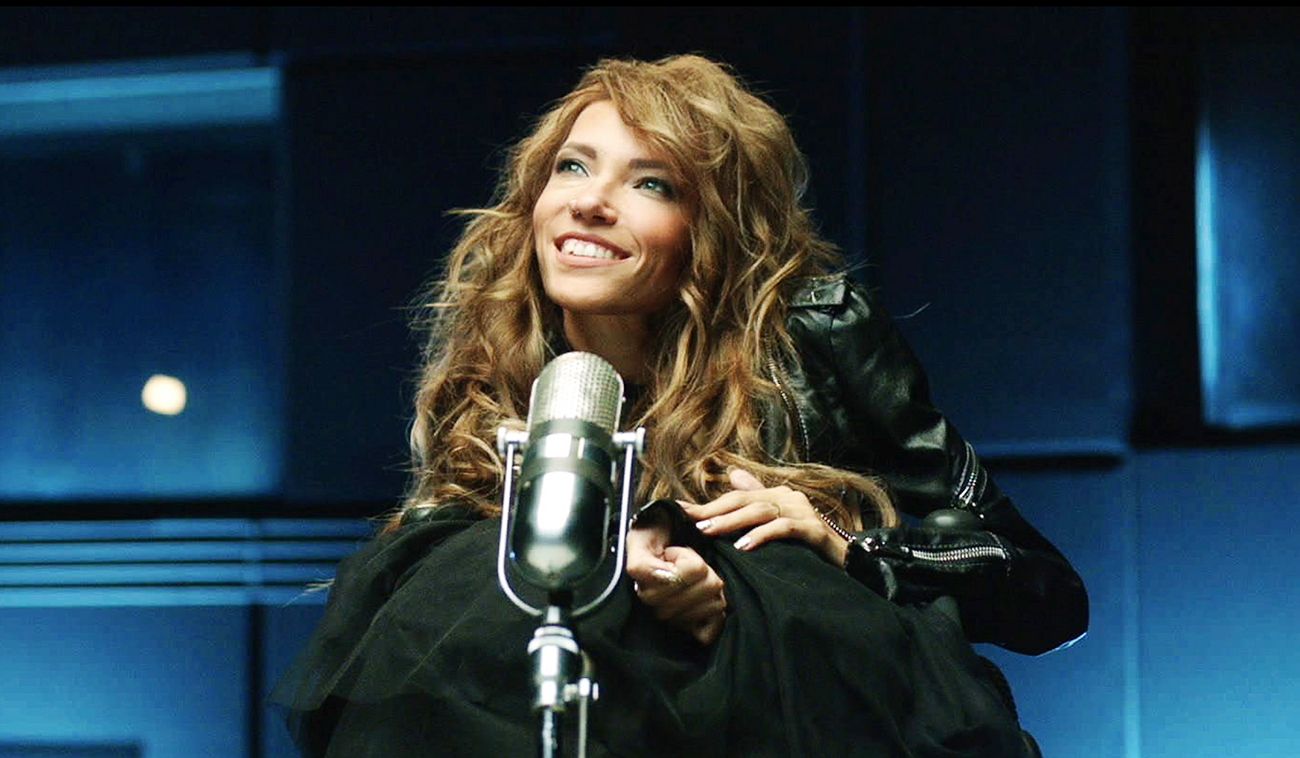 Wheelchair-bound singer Yulia Samoilova will represent Russia at the 2017 Eurovision Song Contest.