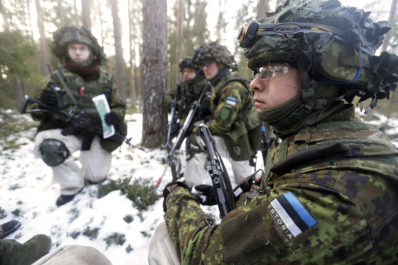 Estonian army conscript soldiers attend a tactical training in the military training field near Tapa, Estonia February 16, 2017. Picture taken February 16, 2017.
