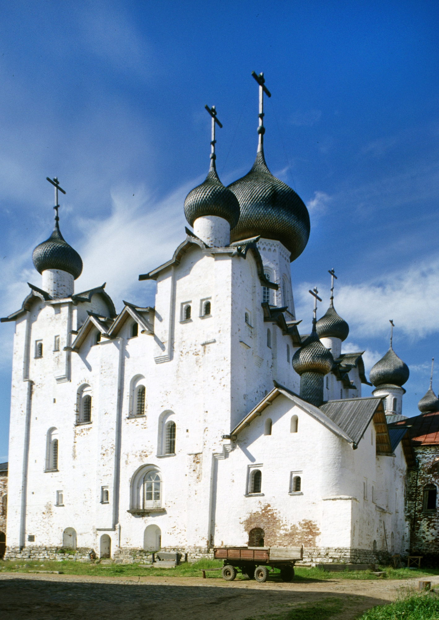 Transfiguration Cathedral. Southeast view. July 25, 1998. / Photo: William Brumfield