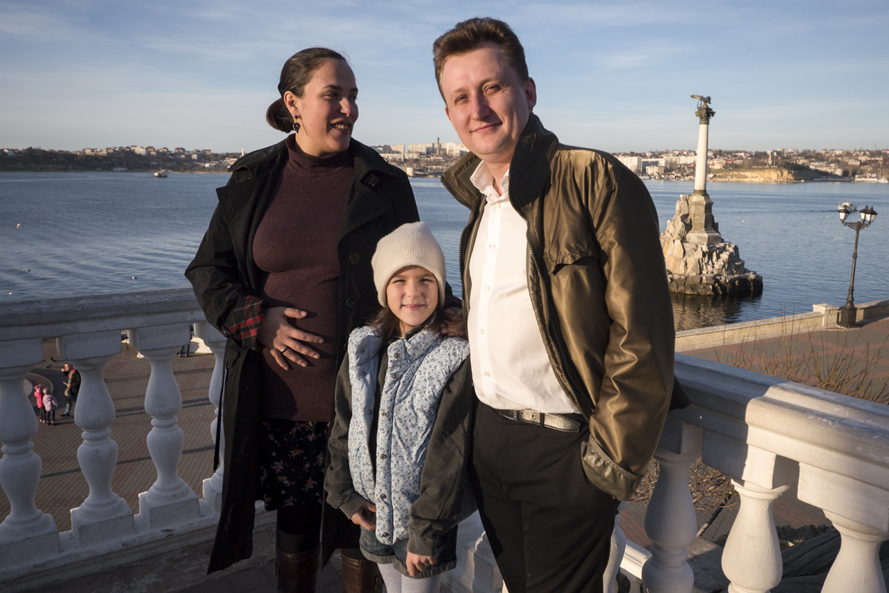 Viktor Evdokimov with his wife Ksenya and daughter Dana./ Photo: Sergey Melikhov