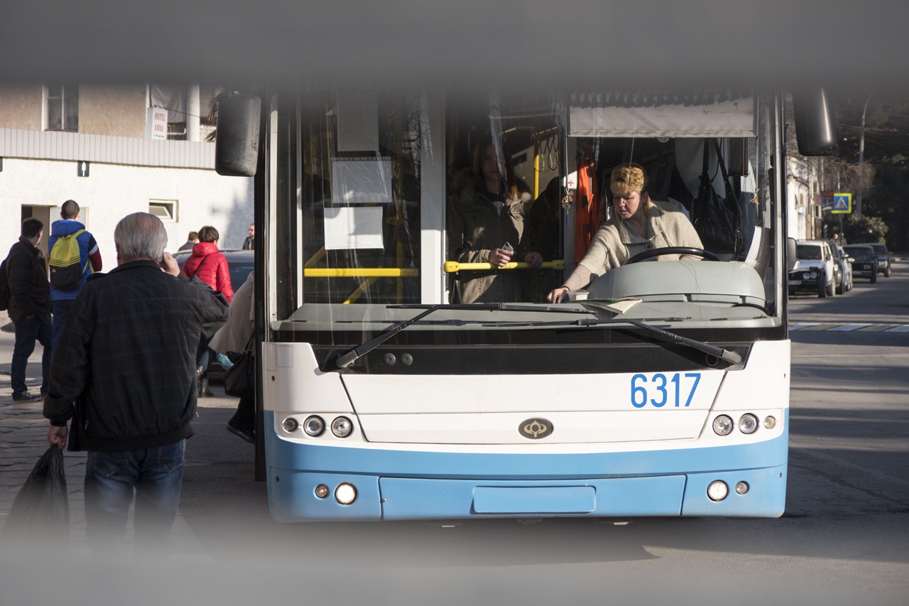 The city trolleybus takes two and a half hours to reach the resort of Yalta on Crimea's southern coast./ Photo: Sergey Melikhov