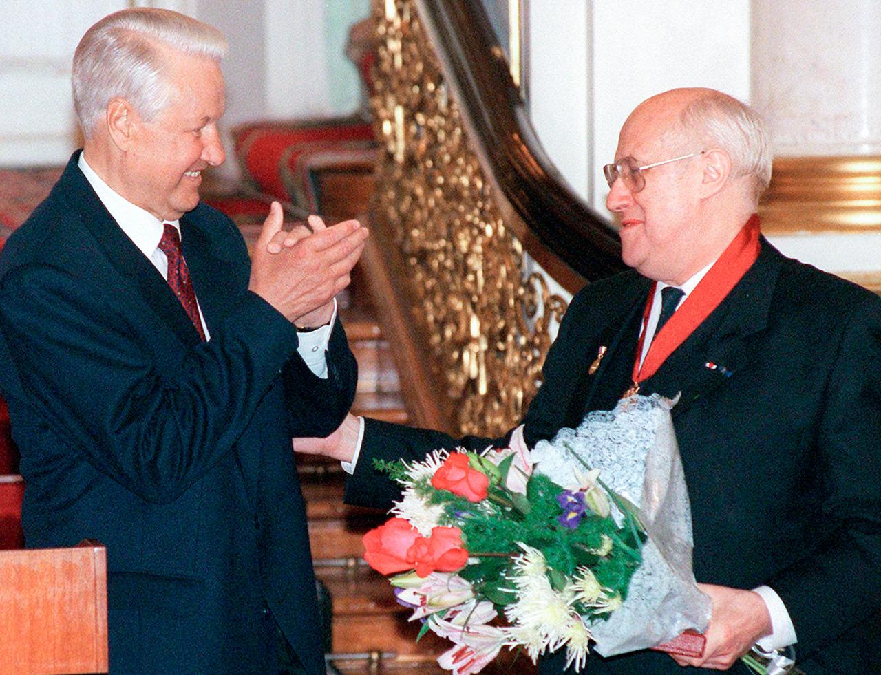 Mstislav Rostropovich con Boris Eltsin, 1997\n