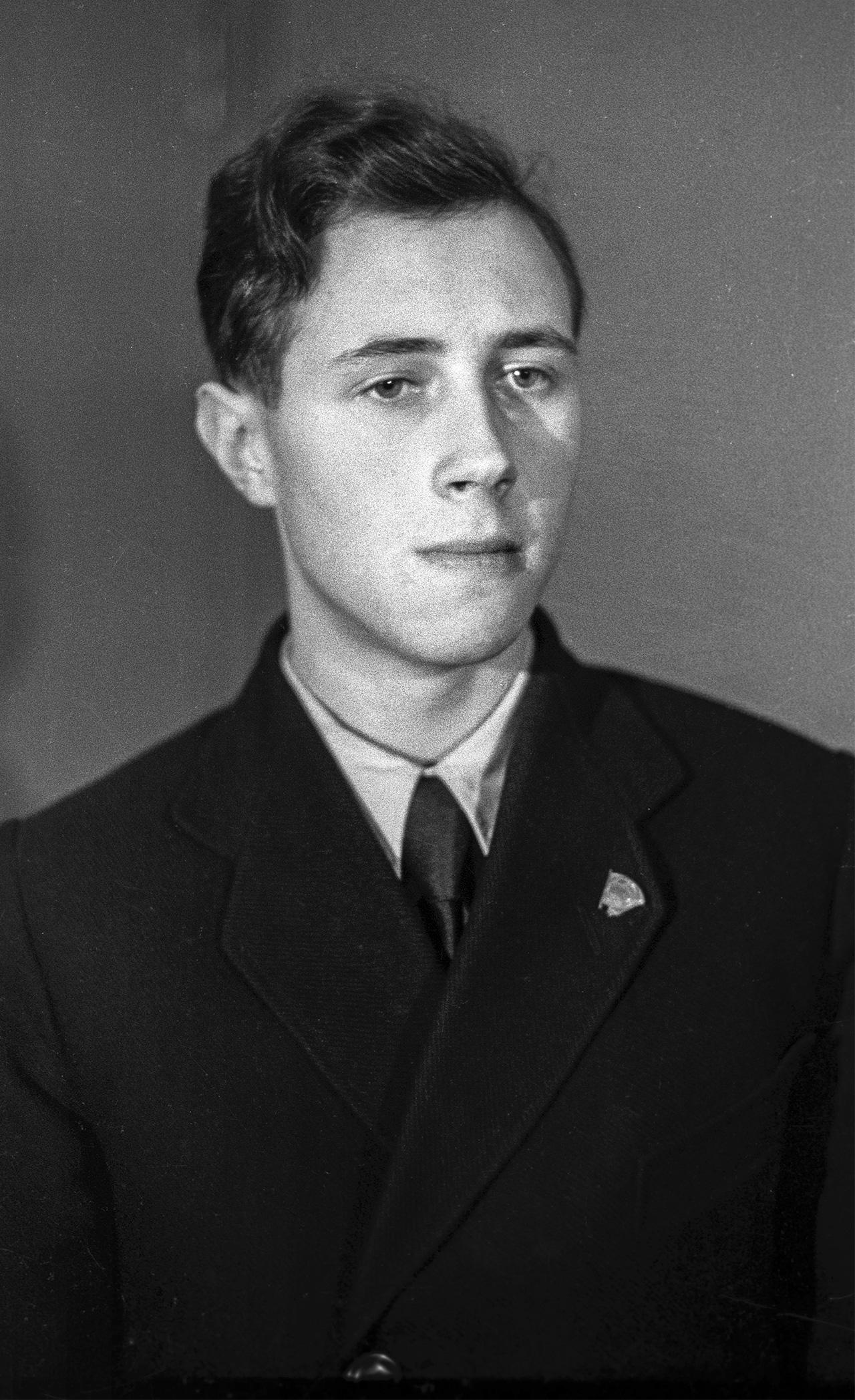 Mstislav Rostropovich, winner of the 3rd National Contest of Musicians, in 1945. Source: Anatoliy Garanin