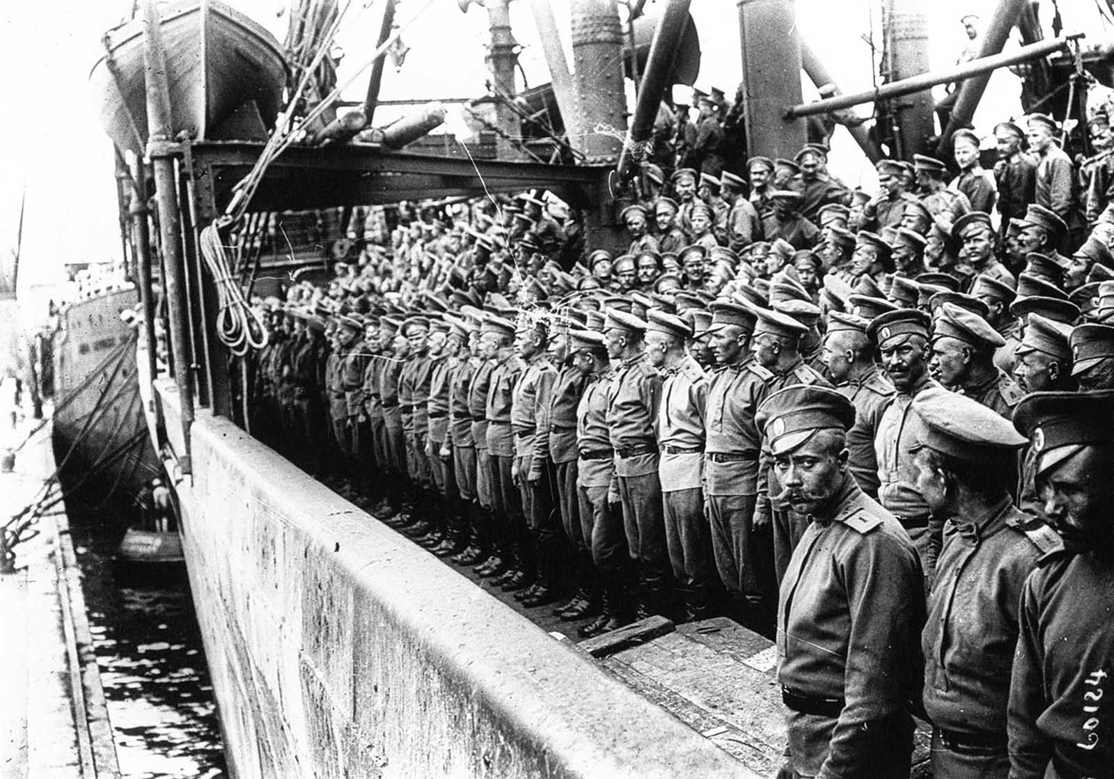 The Russian Expeditionary Force arrives at Marseilles, 1916.
