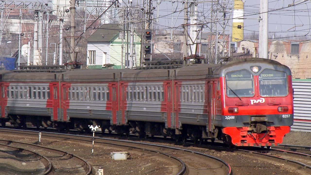 Ada 455 orang di dalam kereta Moskow-Brest dan empat orang di kereta komuter.