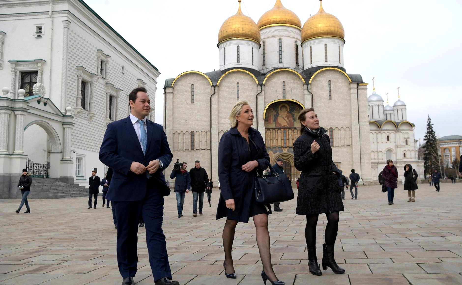Before the meeting, the French politician visited an exhibition devoted to Louis IX of France and relics of Sainte-Chapelle in the Patriarch's Palace. / Photo: Kremlin.ru