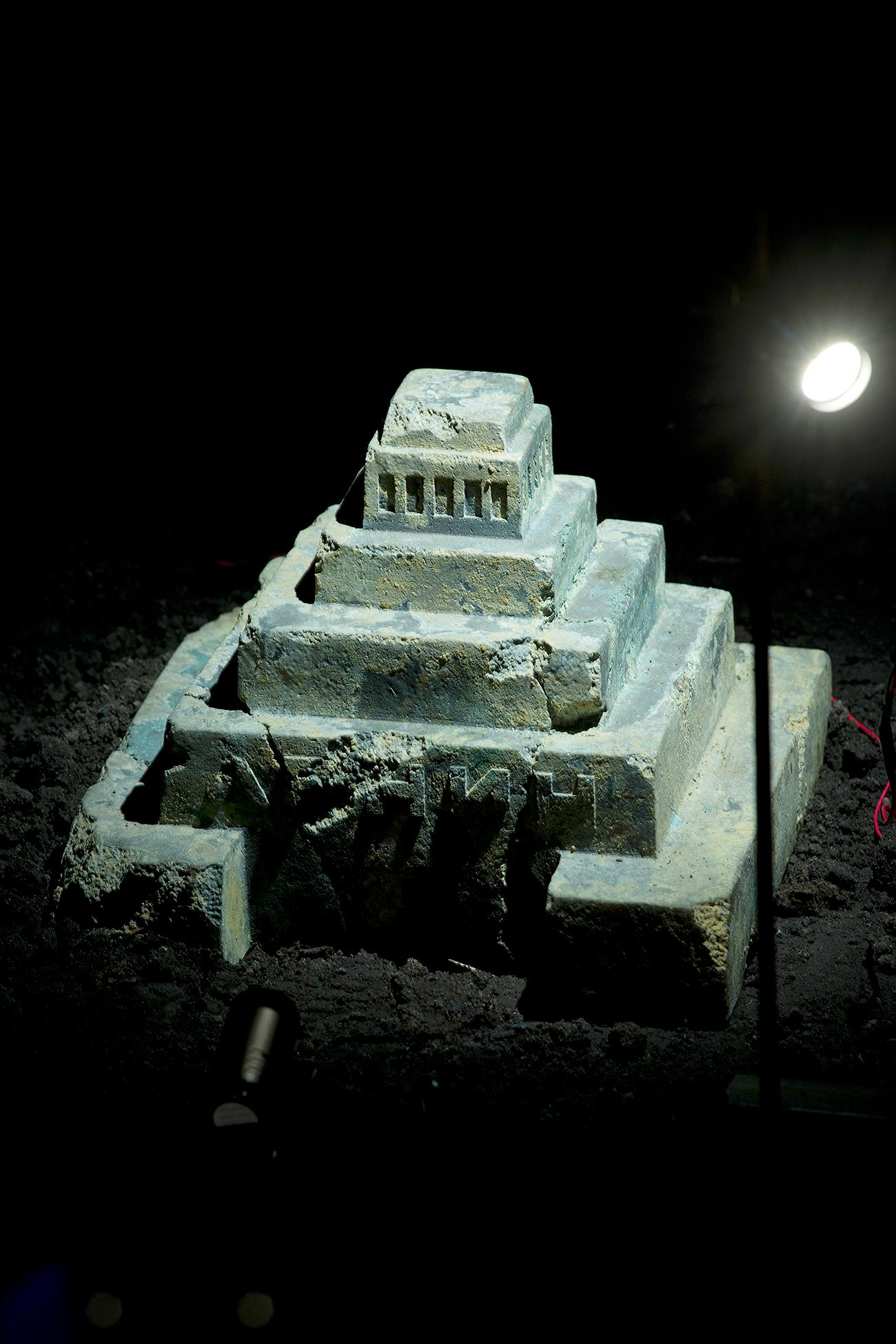 """""""La collezione dell'archeologo"""", dettaglio dell'installazione nella Chiesa di Santa Caterina a Venezia\n"""