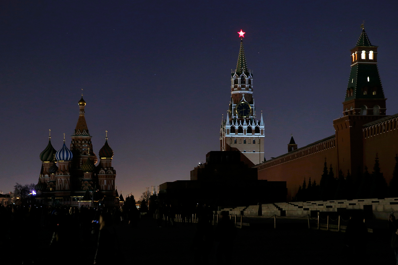 A view shows the St. Basil's Cathedral (L) and the Kremlin wall, after the lights were switched off for Earth Hour in Red Square in central Moscow, Russia, March 25, 2017.