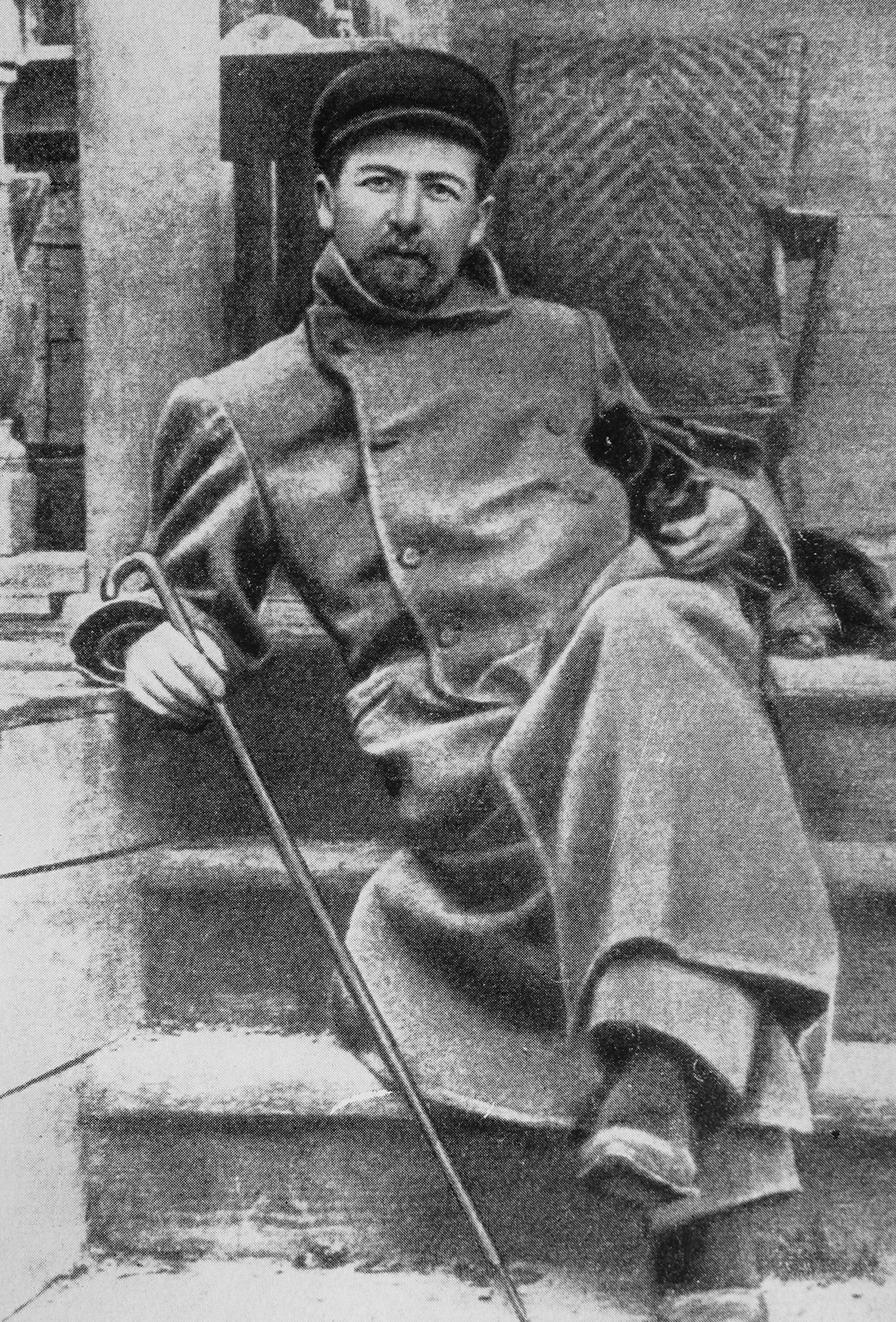 Anton Chekhov and Khina the dog in his Melikhovo estate in Moscow Region, 1897. Source: Public domain