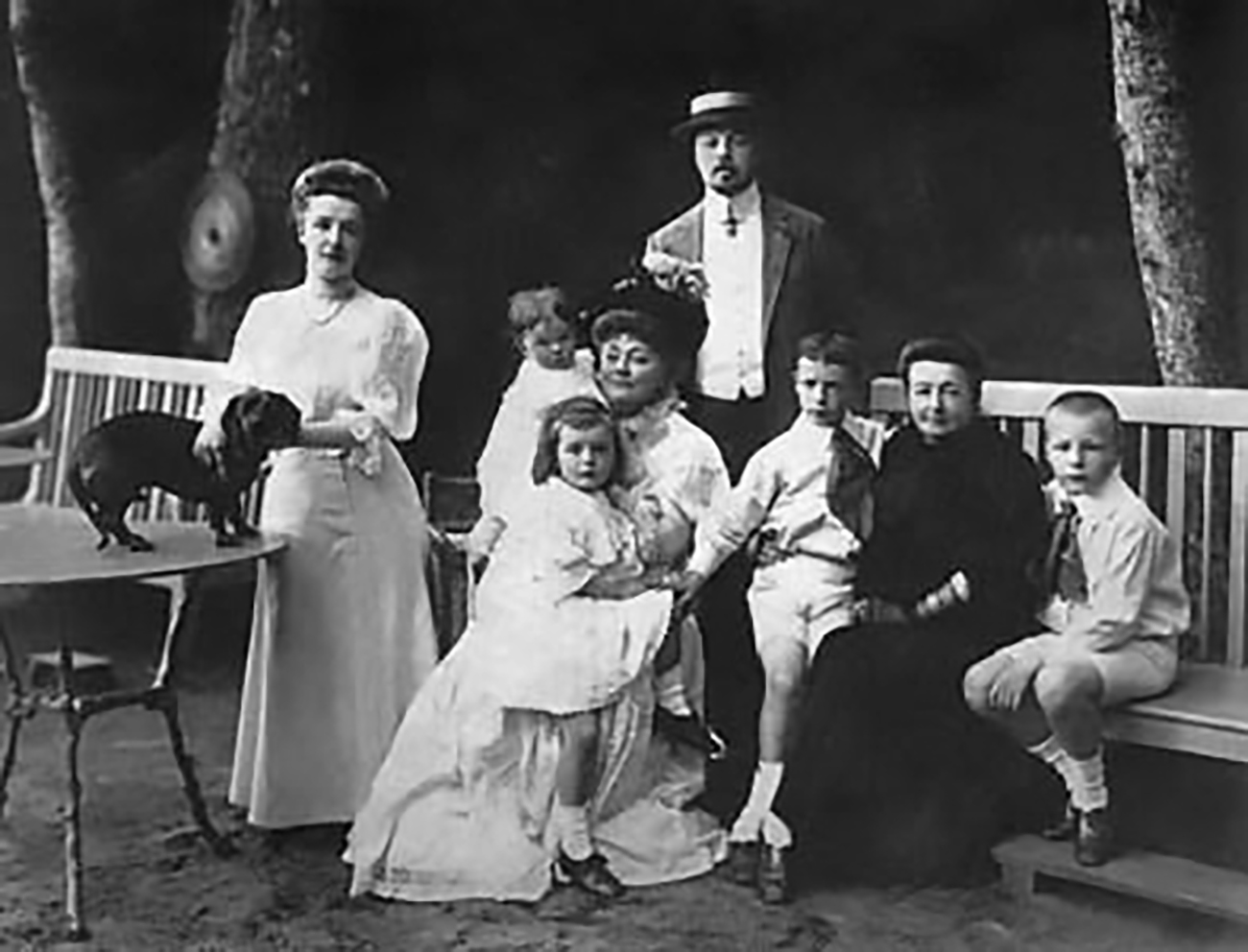 Los Nabokov. Vladímir es tercero a la izquierda. Fuente: vladimirnabokov.ru