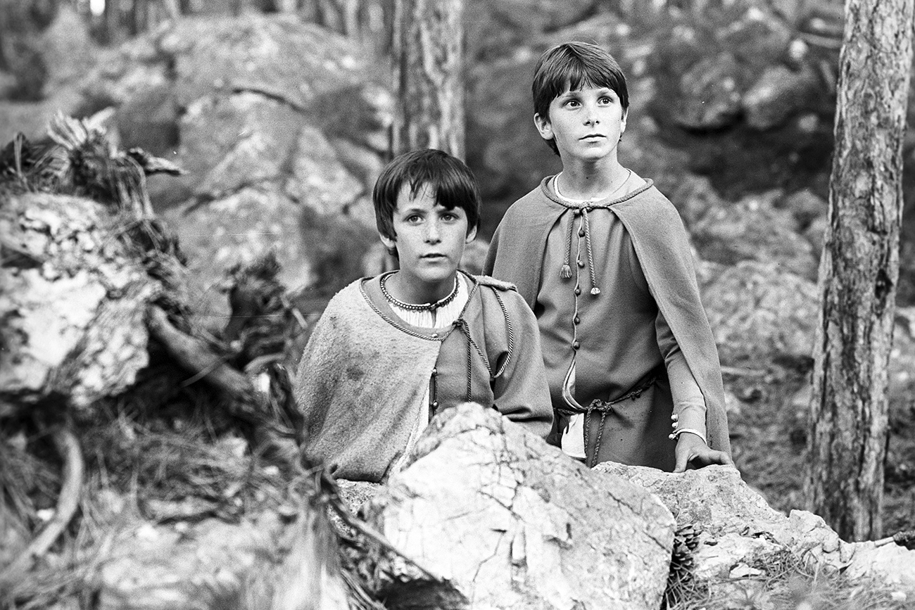 Filming 'Mio in the Land of Faraway' (Mio min Mio) co-produced by companies from Sweden, Norway and the Soviet Union. In the shot, Nicholas Pickard starring as Mio, Christian Bale as Yum-Yum. Directed by Vladimir Grammatikov. Script written by Alexander Antipenko. Gorky film studio, Nordisk Tonefilm Int., Filmhuset AS. 1987.