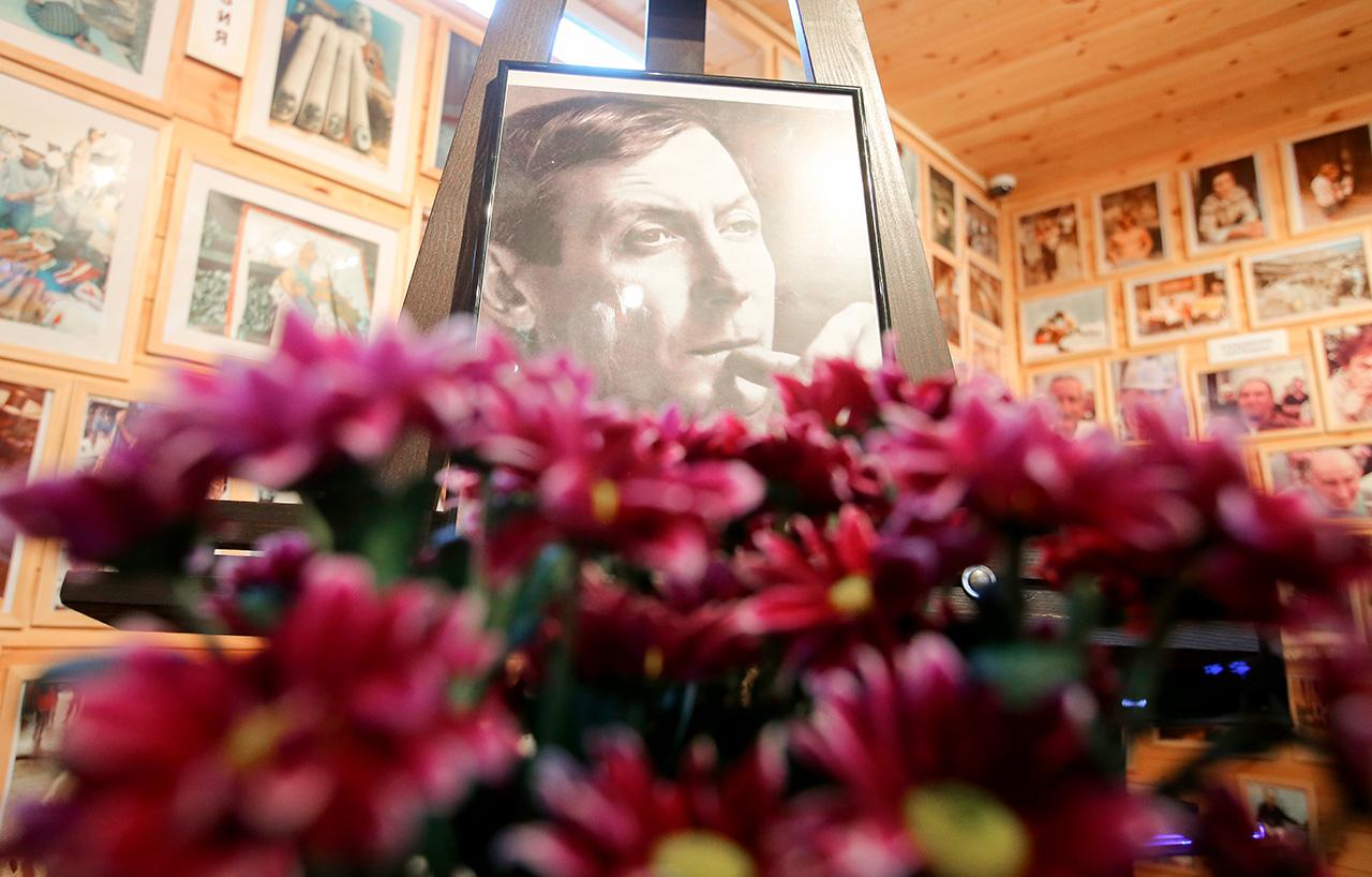 Il poeta Evgenij Evtushenko è morto negli Stati Uniti il 1 aprile.