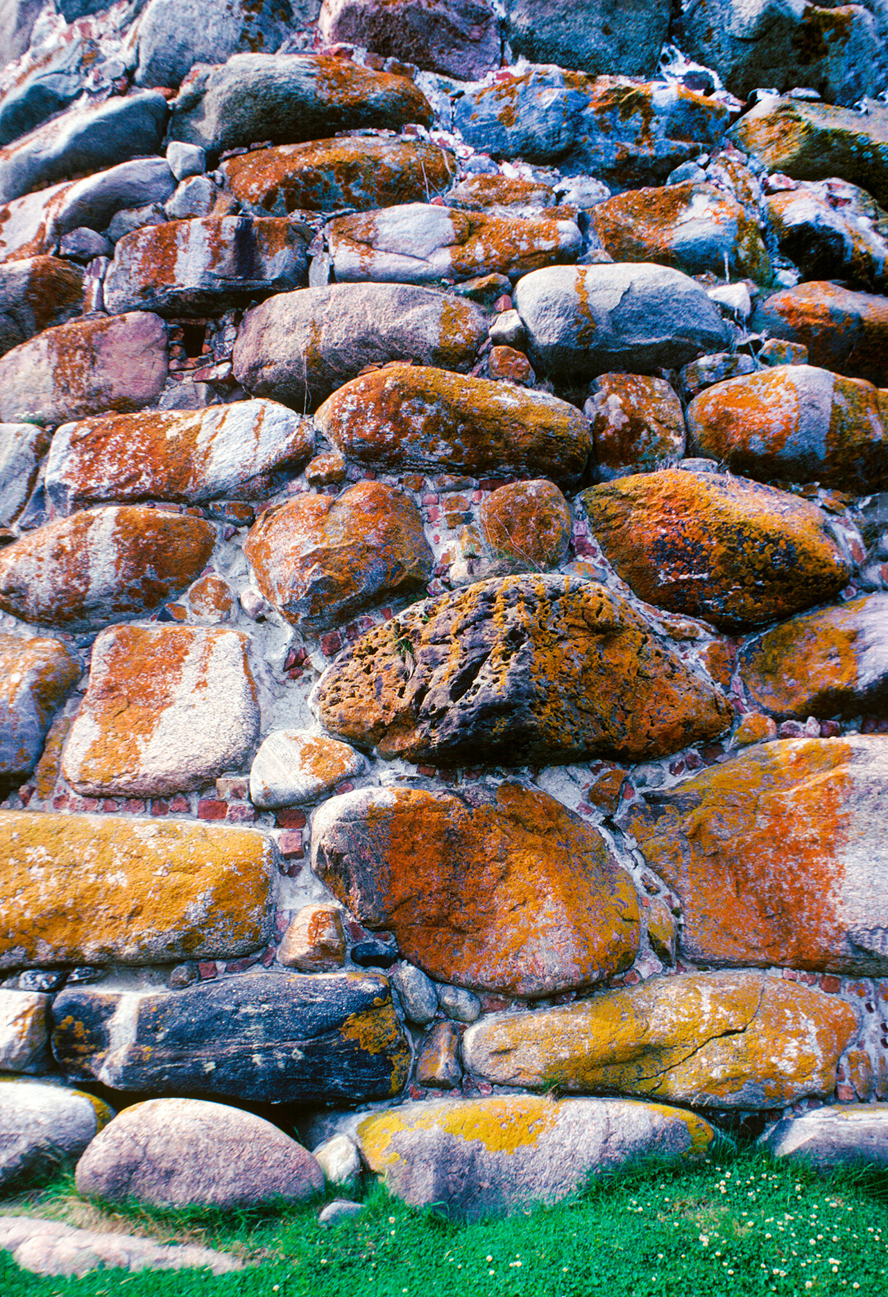 Solovetsky Monastery. Archangel Tower, granite boulder construction. July 26, 1998. / Photo: William Brumfield