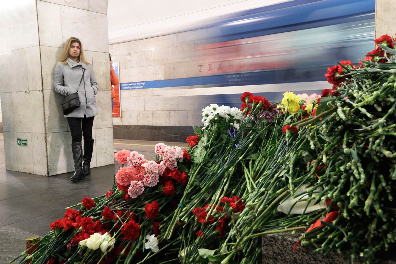 A woman stands at a symbolic memorial at Technologicheskiy Institute subway station in St. Petersburg, April 5, 2017.