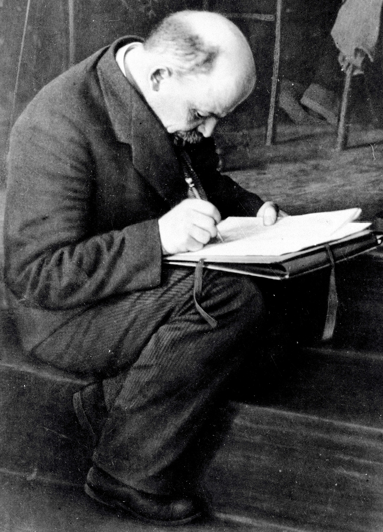 Viktor Bulla had special permission to take pictures of Vladimir Lenin's funeral in Moscow. // Vladimir Lenin making notes during the III Comintern Congress