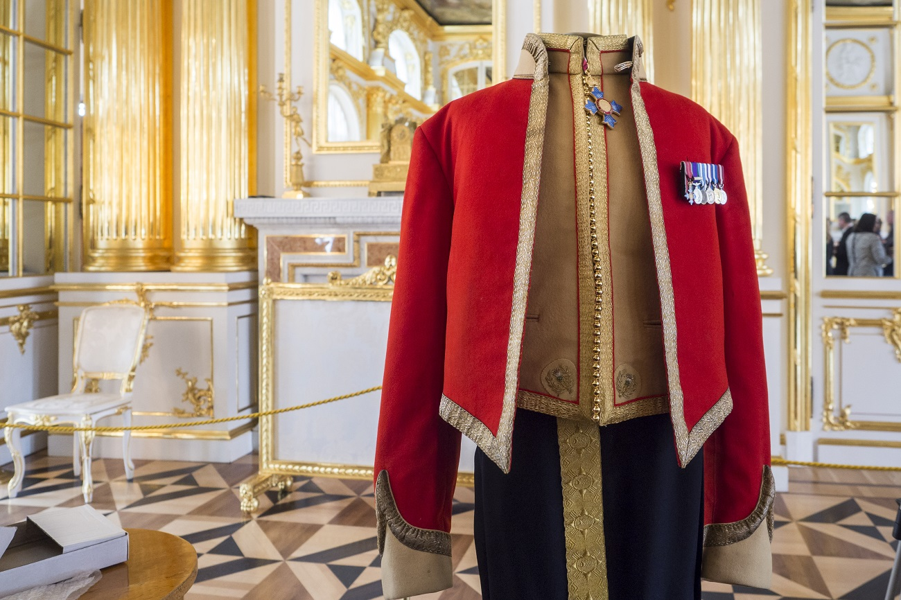 The uniform is now part of the collection of Tsarskoye Selo museum. Four representatives of the Royal Scots Dragoon Guards donated one more uniform to the museum. // Uniform presented by the Royal Scots Dragoon Guards to Tsarskoye Selo museum.