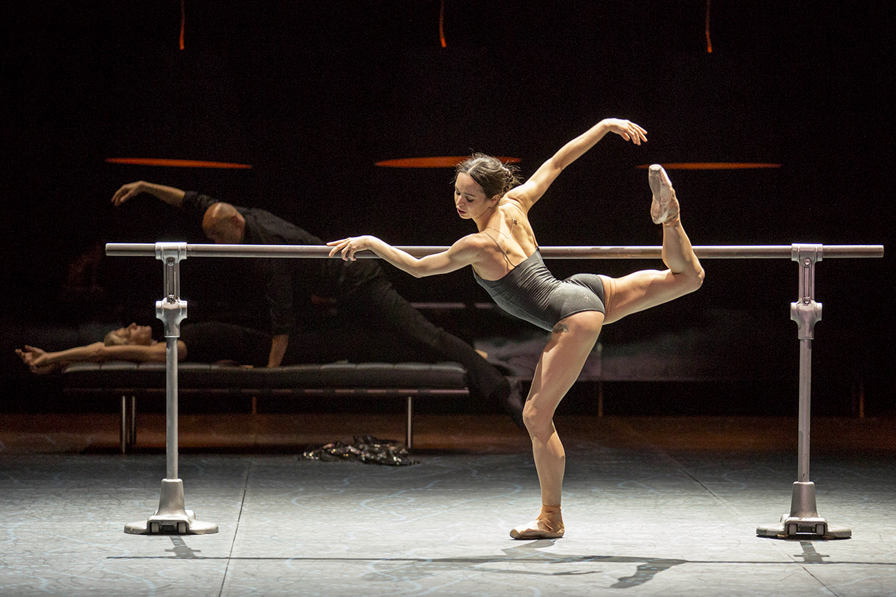 Diana Vishneva performing at the front with the bar.