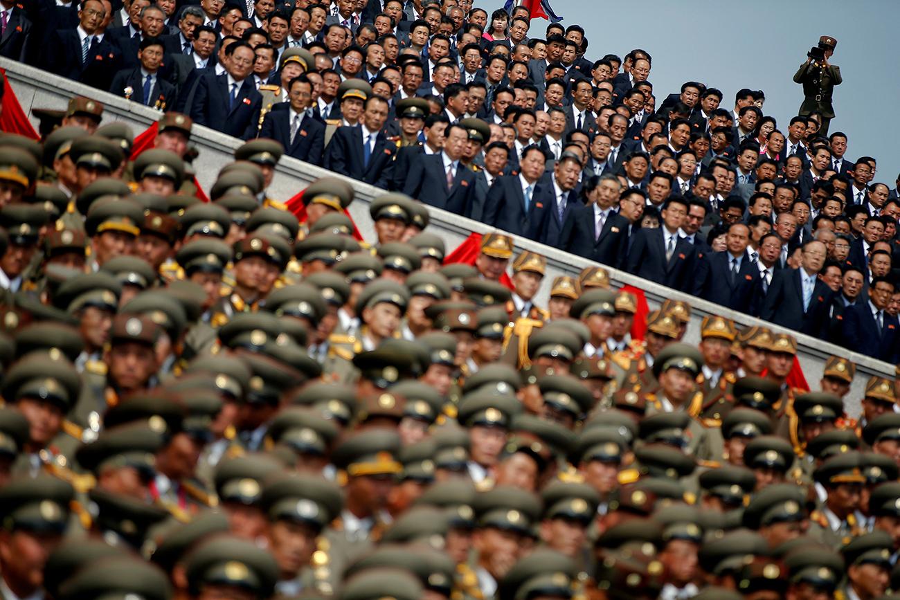 북한의 군인들. 출처: 로이터