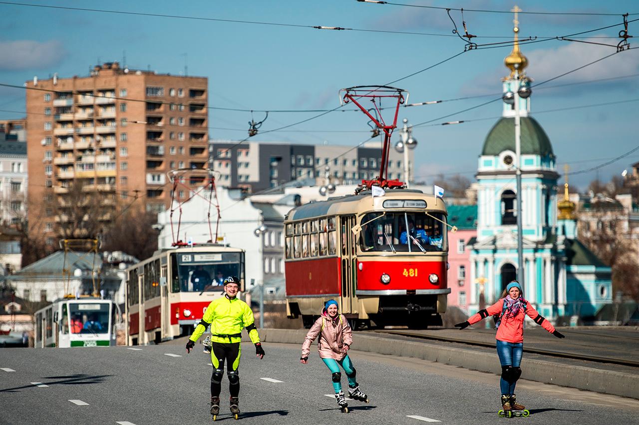 Le premier tramway électrique, déjà proche de ses descendants modernes, n'apparut à Moscou que 30 ans plus tard, en 1899.