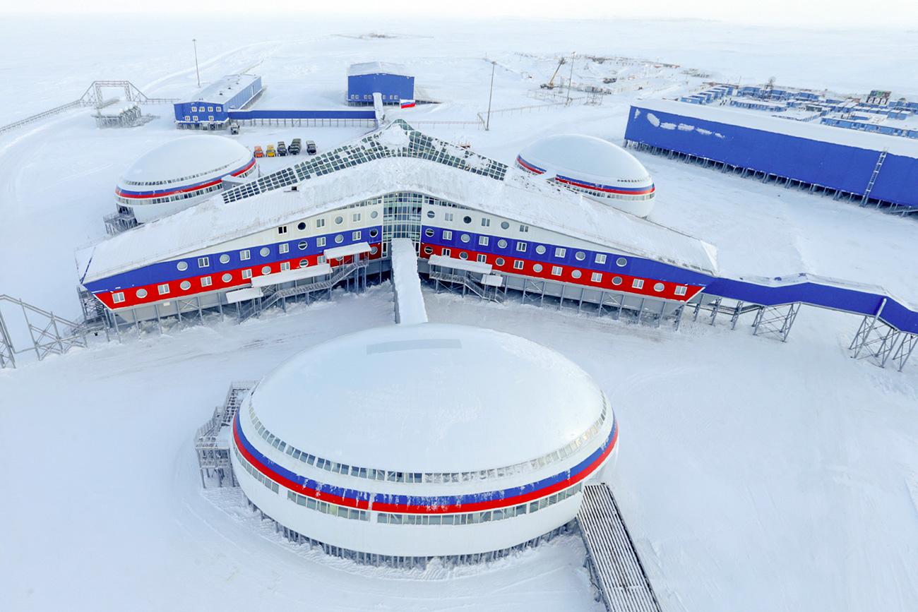 """Руската военна база """"Северна детелина"""" на архипелага Земята на Франц Йосиф. Снимка: Вадим Савицки / РИА """"Новости"""""""