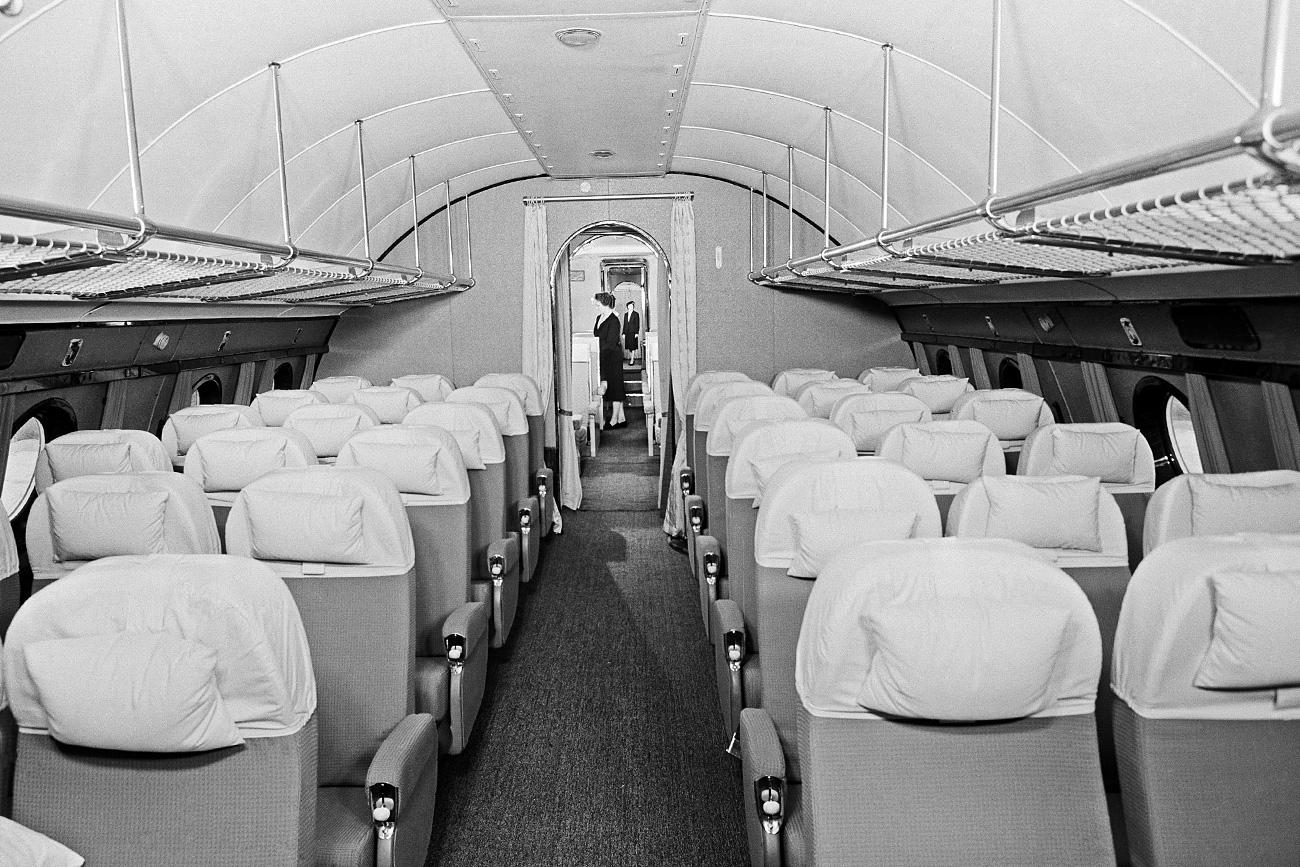 ツポレフ114旅客機内=マルク・レドキン、ワシリー・エゴロフ/タス通信