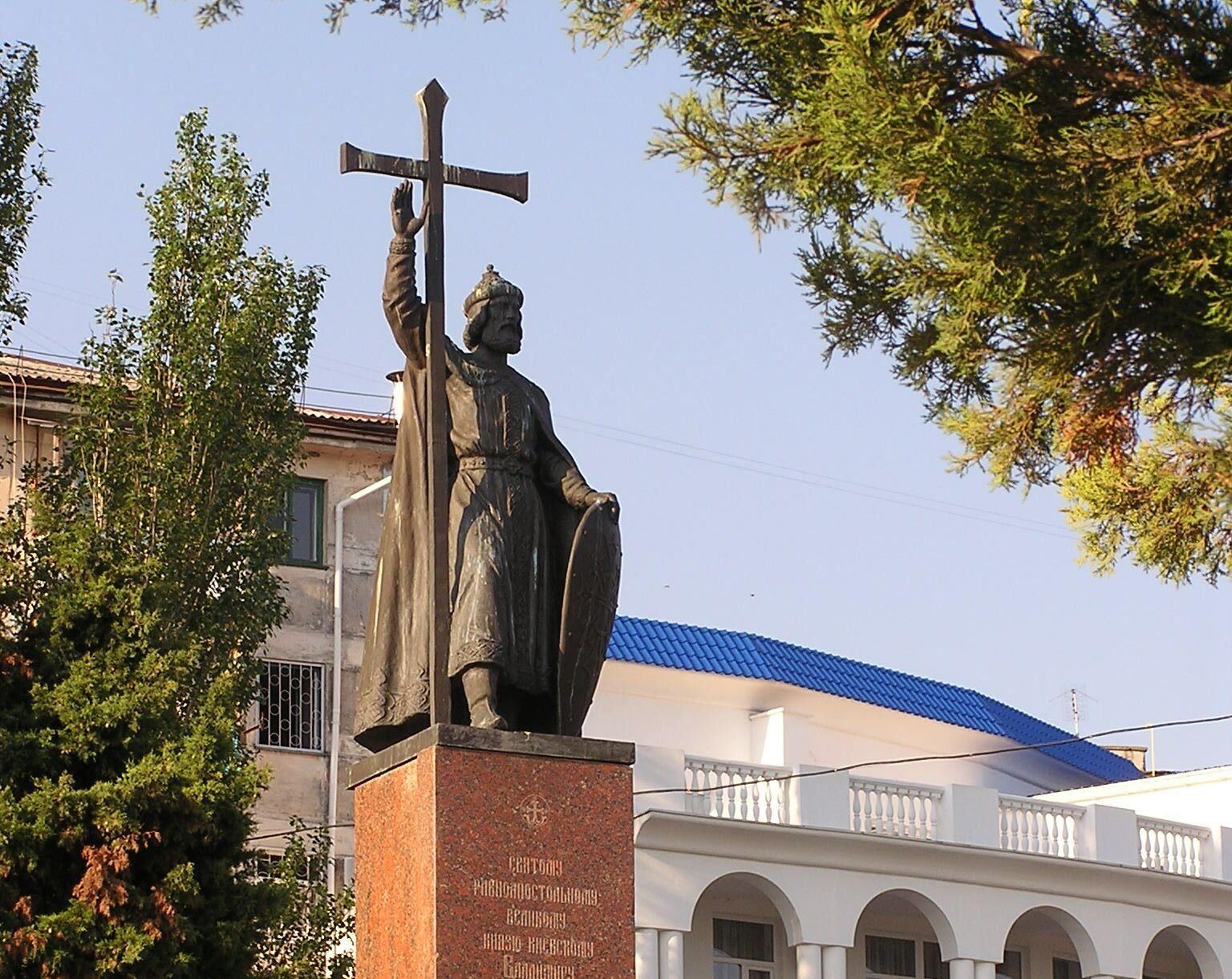 Spomenik knezu Vladimirju, ki se je 988 krstil v Hersonu.