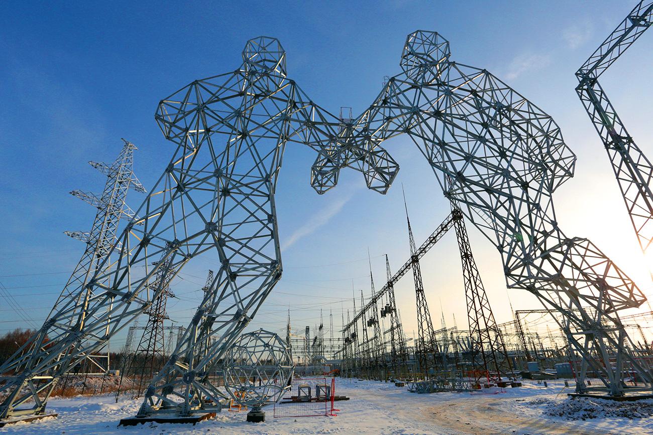 2018年FIFAワールドカップに先立ち、ドブリャンカ町(ペルミ地方)の近くに、フットボール選手の形をした電気鉄塔が立てられた。