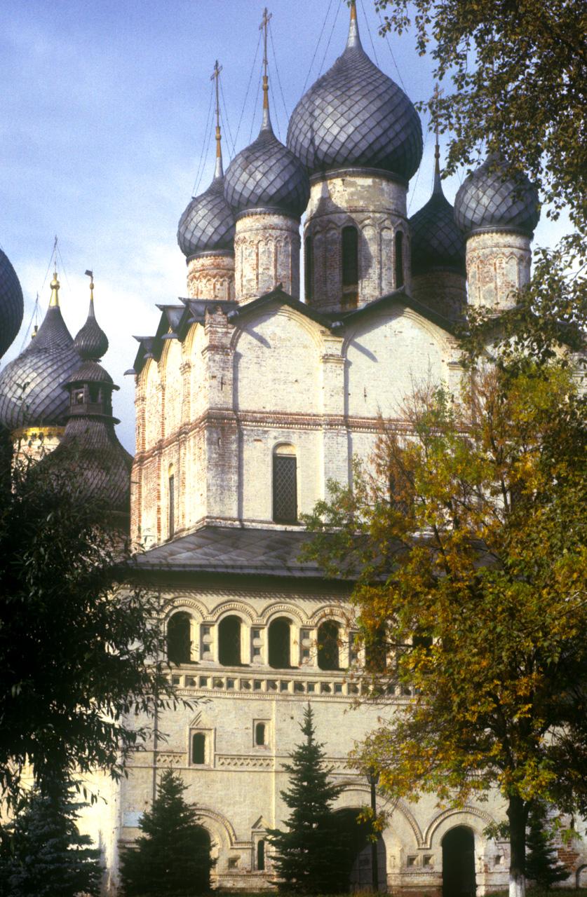 Rostov kremlin. Church of Resurrection. South view. Oct. 4, 1992. / Photo: William Brumfield