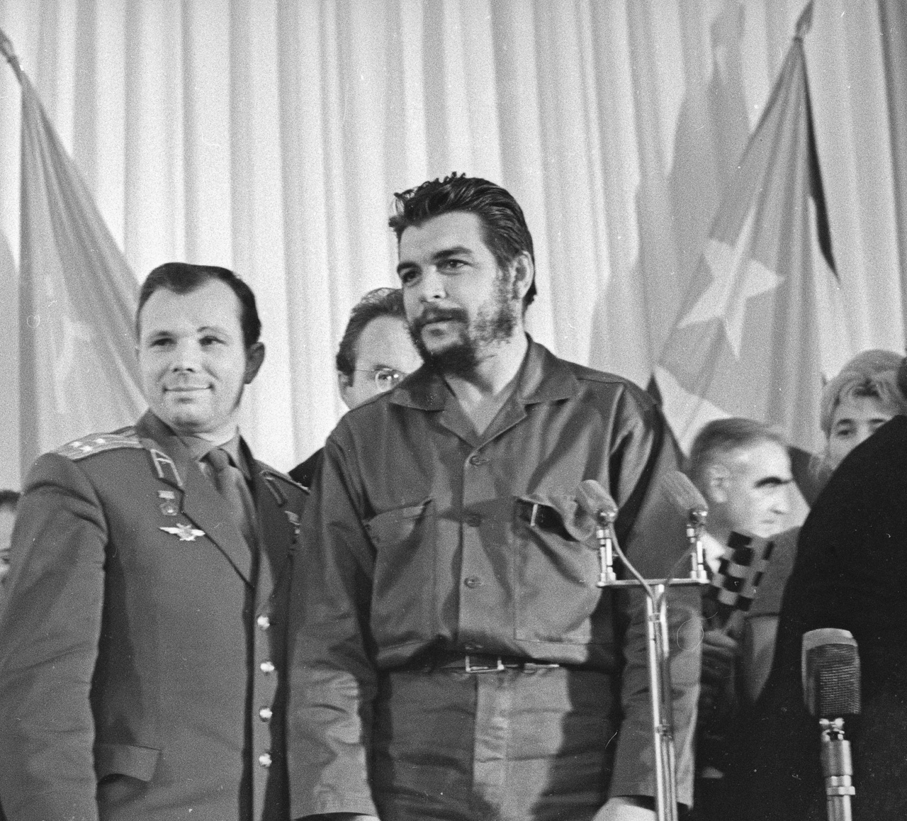 "Yuri Gagarin and Ernesto Che Guevara, November 11, 1964.    Fortuitously, a Sunday supplement to the paper called Nedelya (""Week"") had just come out, which soon became one of the most popular publications in the country."