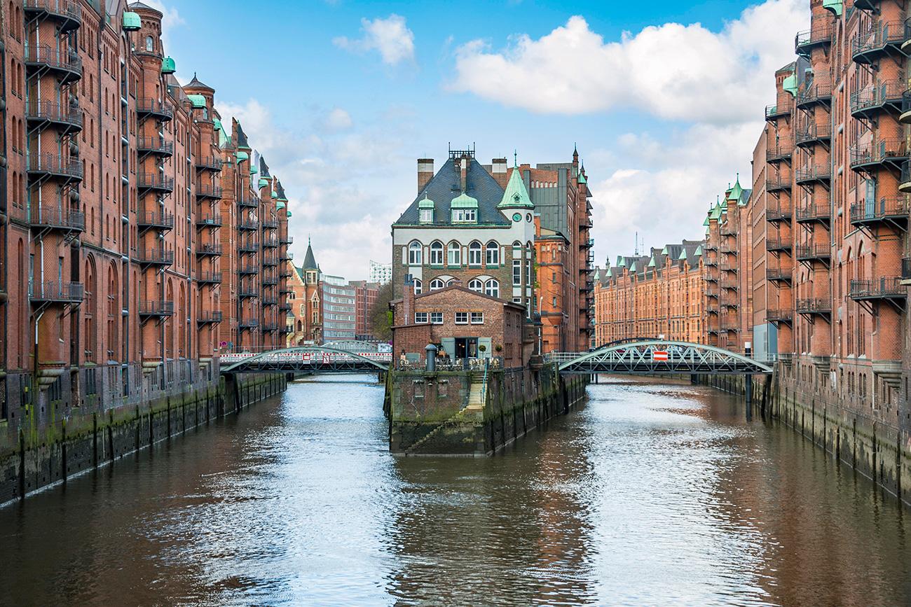 """""""Venedig des Nordens"""": Das Stadtbild von Hamburg als auch von seiner Partnerstadt Sankt Petersburg ist von Flüssen, Kanälen und Brücken durchzogen."""
