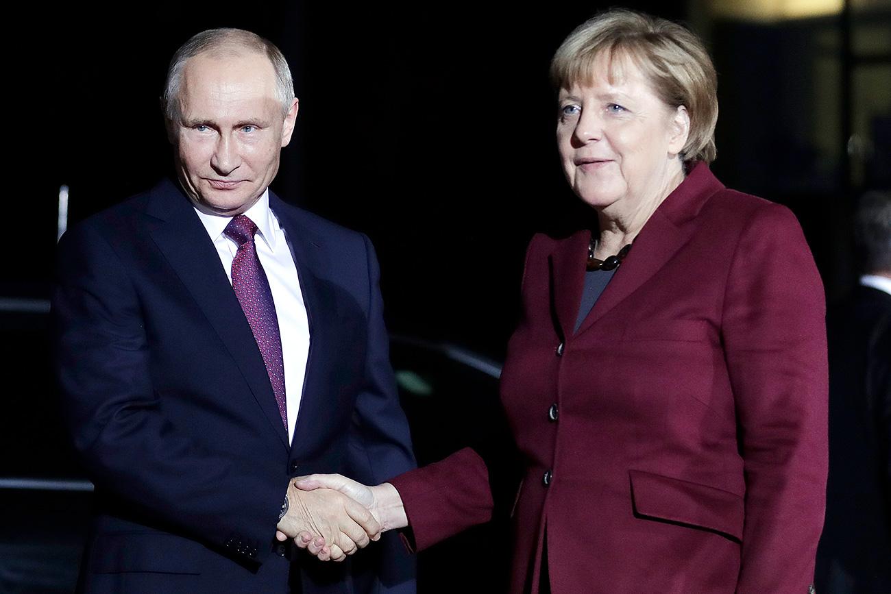 Zuletzt hatten sich Merkel und Putin im Oktober 2016 in Berlin gesehen: Nun konferieren sie in Sotschi am Schwarzen Meer.