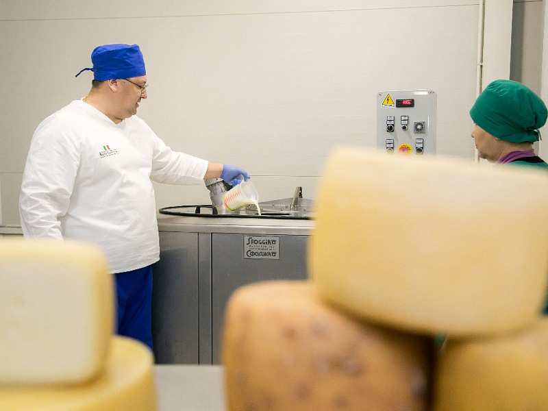 I formaggi italiani prodotti nel nuovo caseificio nella Repubblica di Bashkortostan\n