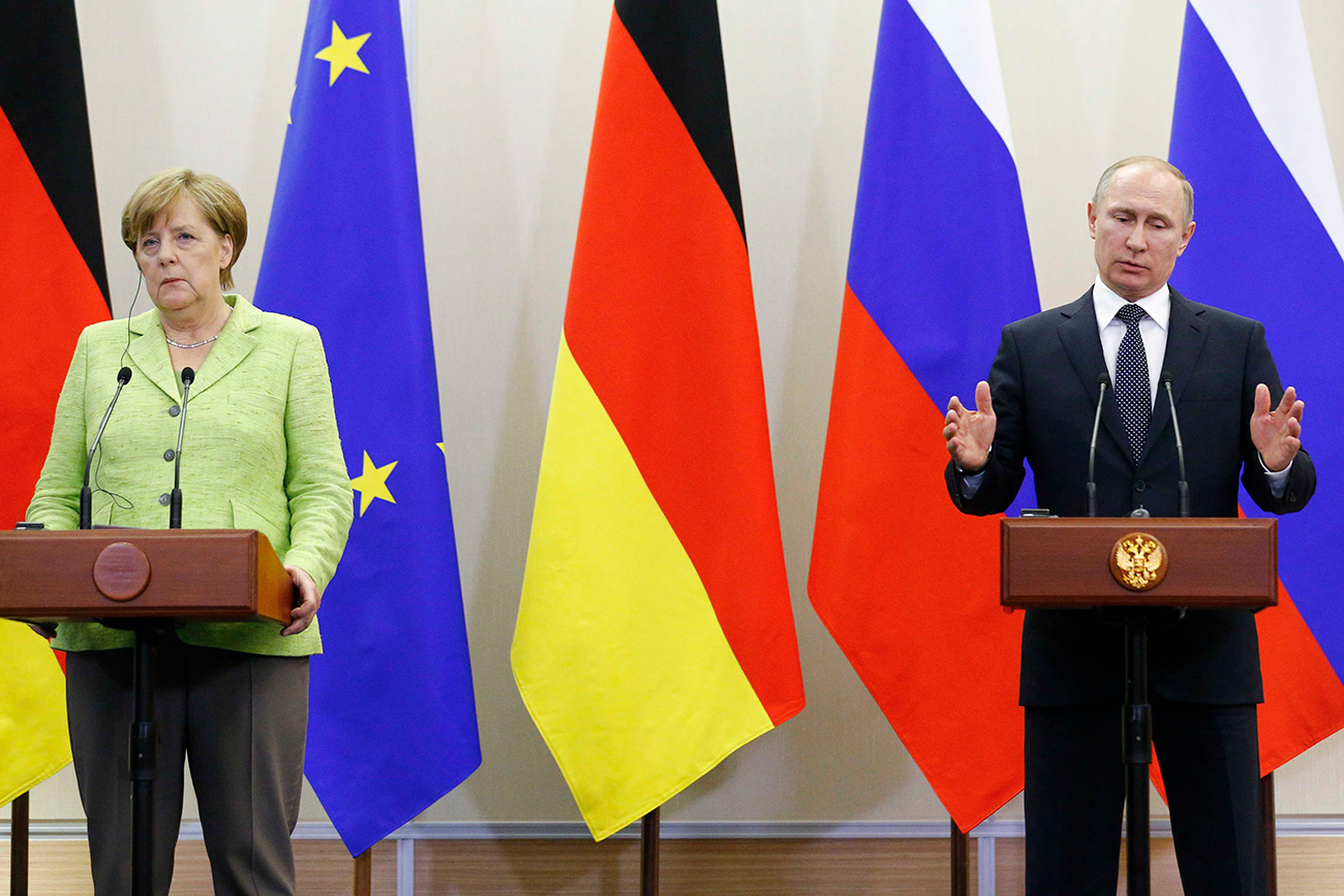 Russian President Vladimir Putin and German Chancellor Angela Merkel attend a joint news conference following their talks at the Bocharov Ruchei state residence in Sochi, Russia, May 2, 2017.