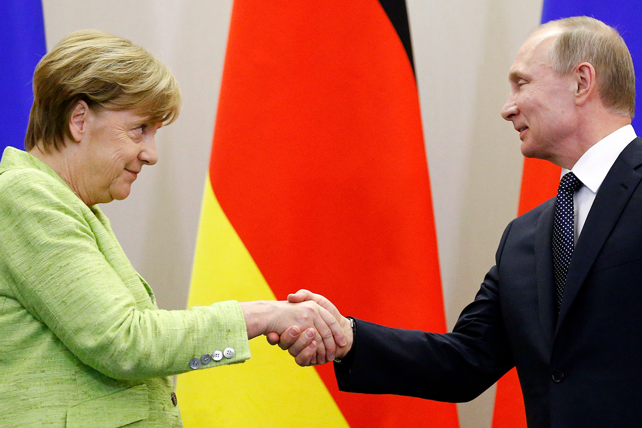 Russian President Vladimir Putin and German Chancellor Angela Merkel shake hands during a joint news conference following their talks at the Bocharov Ruchei state residence in Sochi, Russia, May 2, 2017