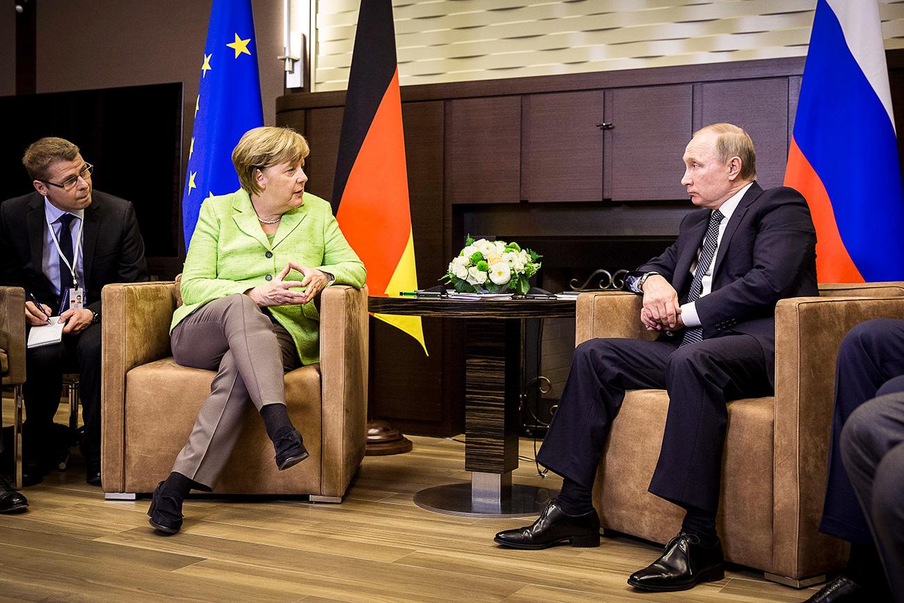 Канцеларката на Германија Ангела Меркел и претседателот на Русија Владимир Путин. 2 мај 2017, Сочи, Русија.