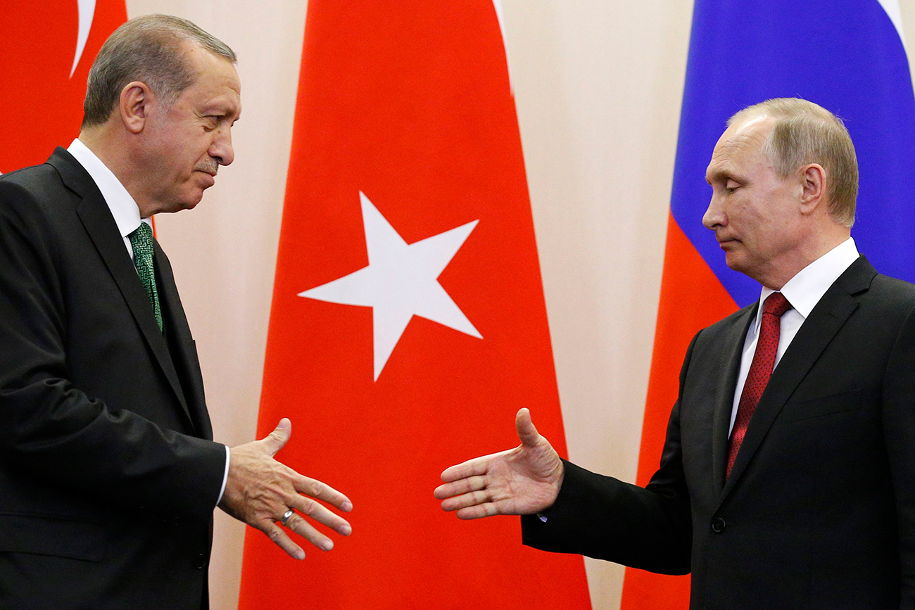 Russian President Vladimir Putin shakes hands with his Turkish counterpart Tayyip Erdogan during a news conference following their talks in Sochi, Russia, May 3, 2017.