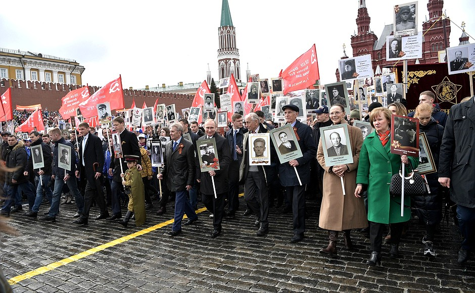Putin takes part in 'Immortal Regiment' march.