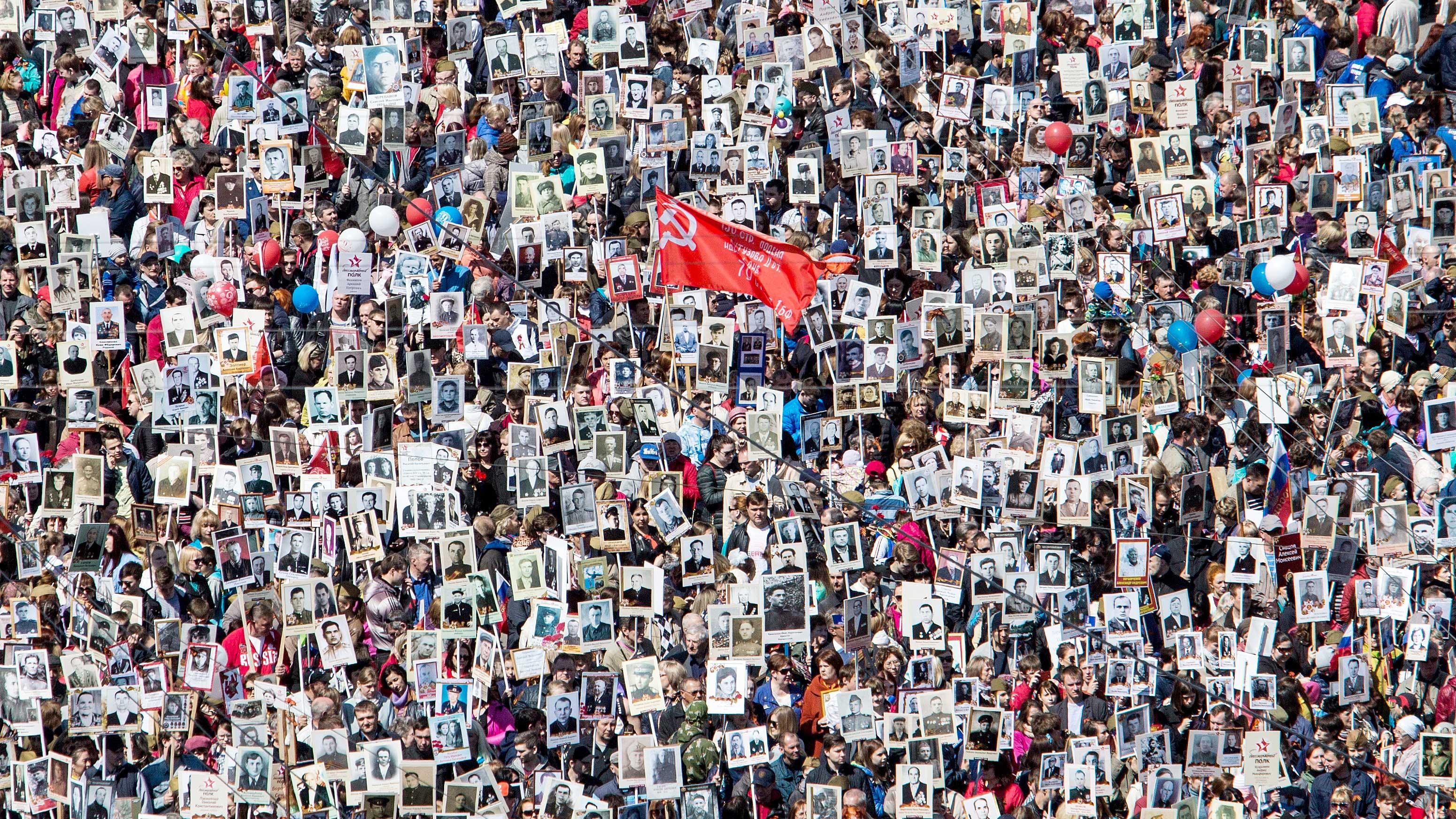 """V Rusiji konec II. svetovne vojne vsako leto proslavijo s komemoracijo pod imenom """"Nesmrtni polk"""""""