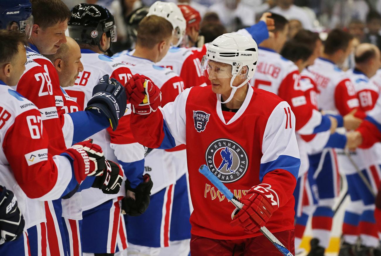 Putin juega al hockey. Fuente: Reuters