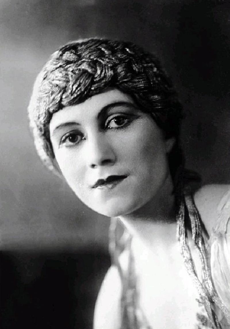 Olga Khokhlova dans L'Après-midi d'un faune, vers 1916. Photo d'archive