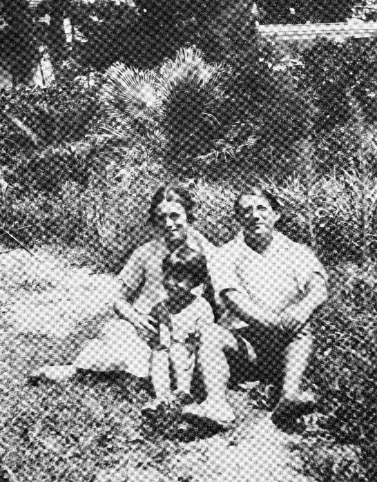 Olga Khokhlova, Pablo Picasso et leur fils Paulo. Photo d'archive